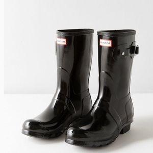 Worn twice Hunter short black gloss boots